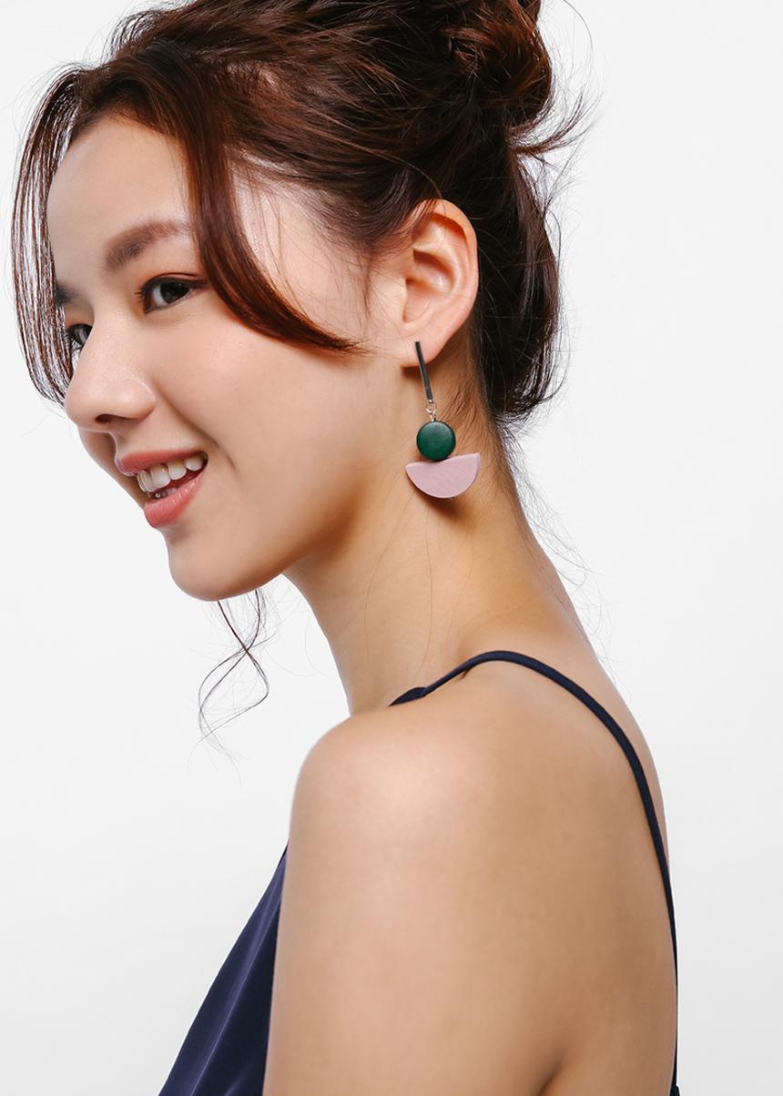 Miren Geometric Contrast Earrings