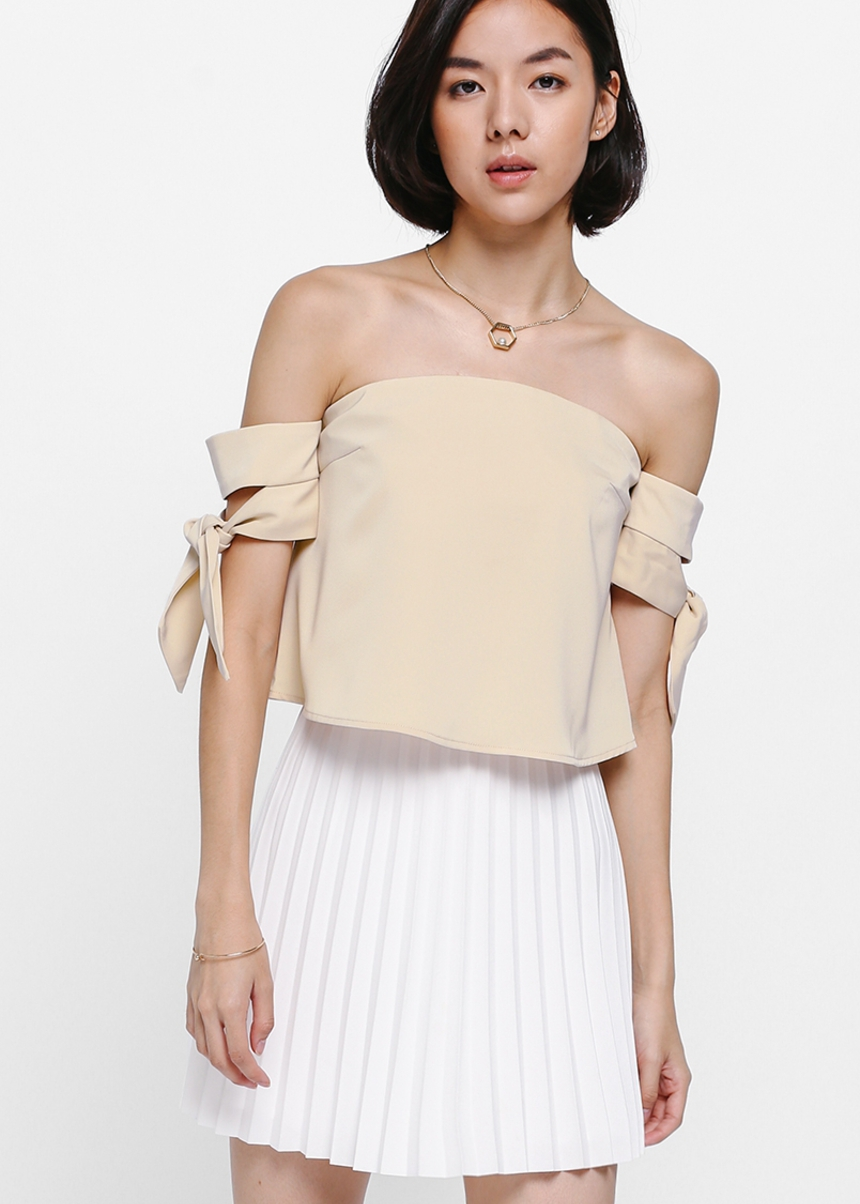 Neloda Knotted Off Shoulder Top