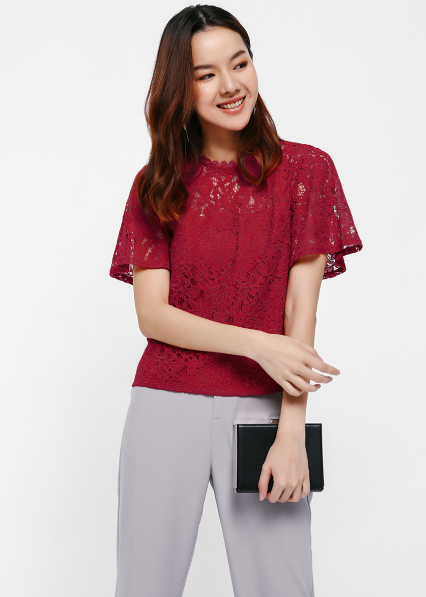 Sirelin Boxy Lace Top