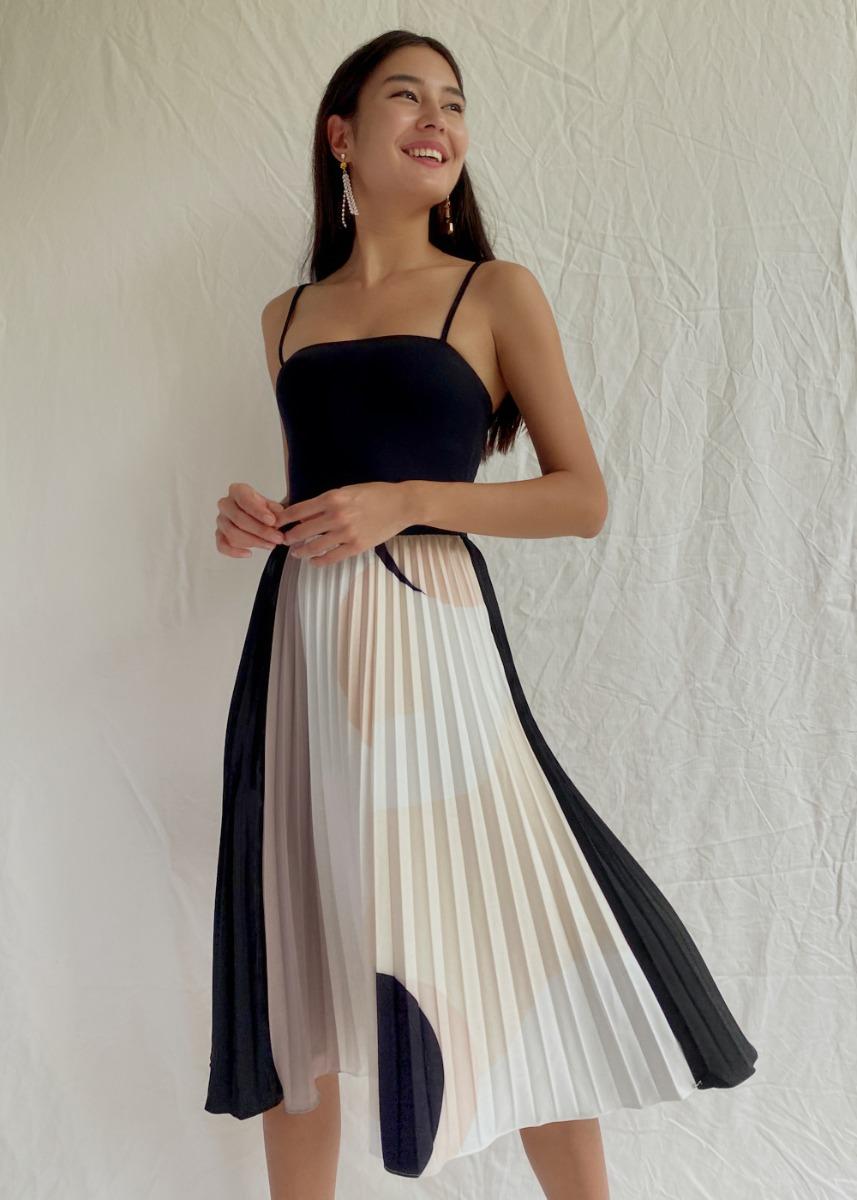Sylvie Pleated Midi Skirt in Geometric Escapade