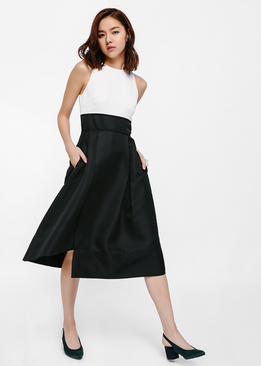 Domarra Textured Contrast Midi Dress