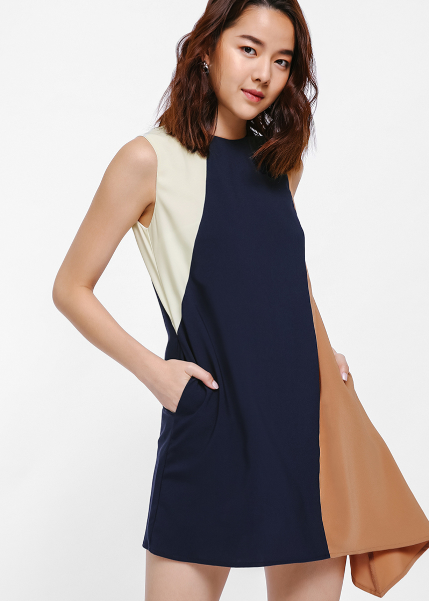 Liselotte Contrast Asymmetrical Dress