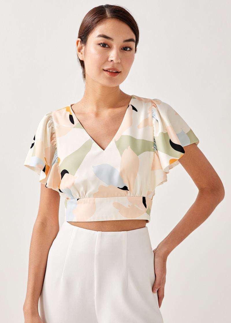 Hassie Flutter Sleeve Cropped Top in Alluring Bloom