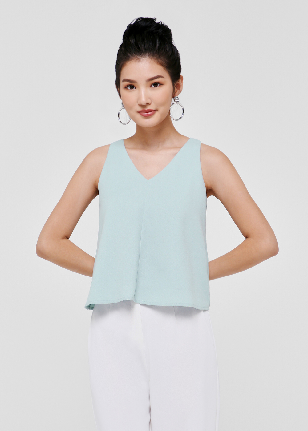 Alecta V-neck Shell Top